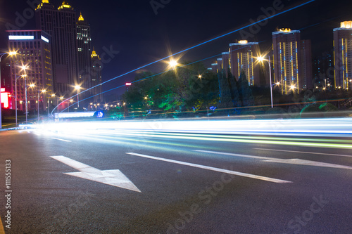 Photo  Light tracks on the street in China Shenyang