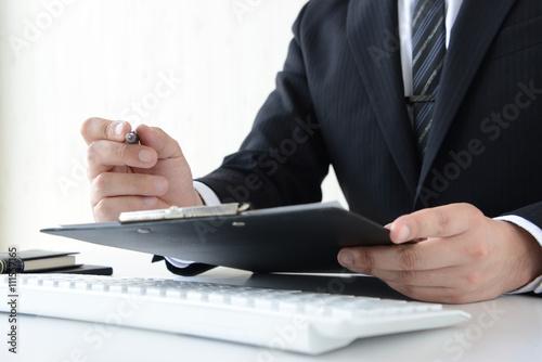 Fotografía  資料をチェックするビジネスマン