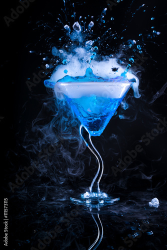 blue cocktail with splash and ice vapor - 111573115