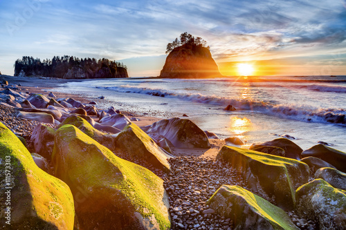 Valokuva  Sunset over the Pacific coast at Rialto beach near La Push in Olympic National P