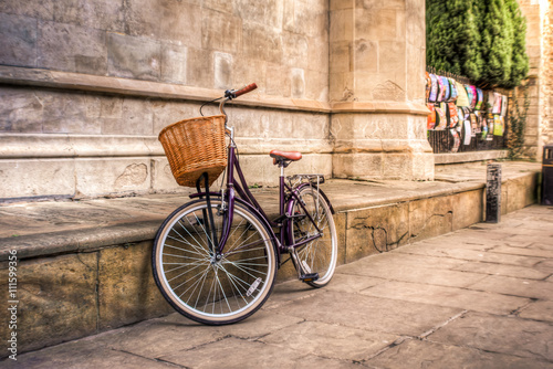 Iconic vintage bicycle at an old street of Cambridge Fotobehang