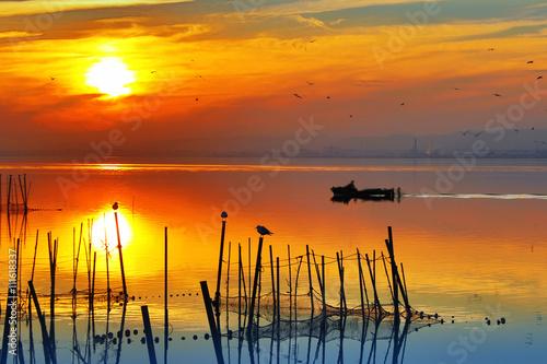 fototapeta na drzwi i meble puesta de sol sobre el agua