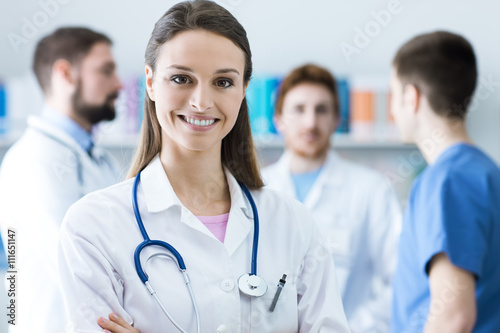 Photo  Female doctor smiling at camera