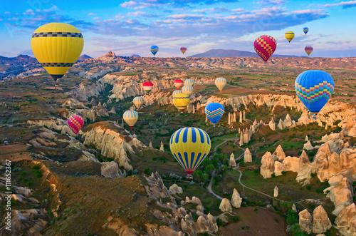 Photo Hot air balloons in Cappadocia, Turkey