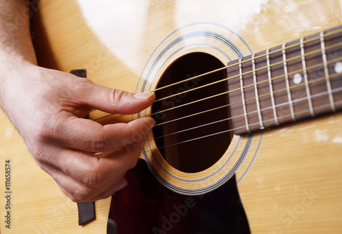 Stampa su Tela  Man playing acoustic guitar
