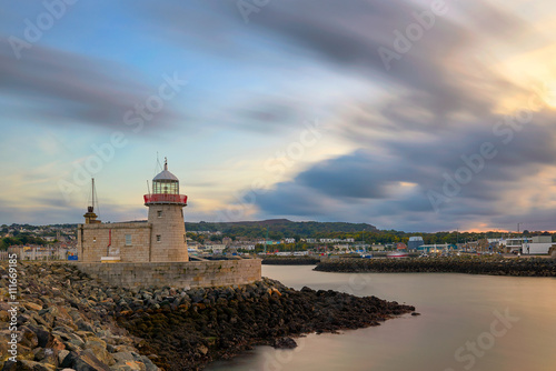 Photo  lighthouse at the port of Howth near Dublin