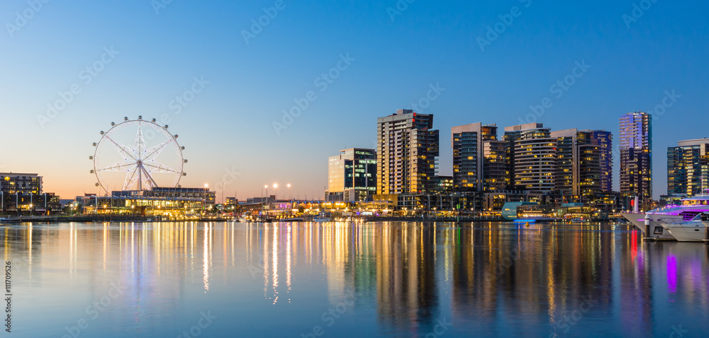 Fototapeta Panoramic image of the docklands waterfront area of Melbourne