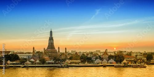 Poster Bangkok Wat Arun night view Temple in bangkok, Thailand