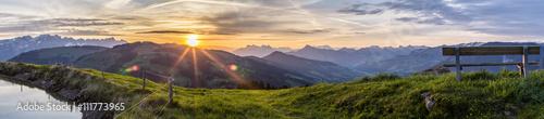Foto op Canvas Ochtendgloren Sonnenaufgang am Berg