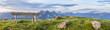 Berglandschaft mit Sitzbank und Wiese