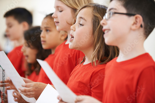 Fototapeta Group Of School Children Singing In Choir Together obraz
