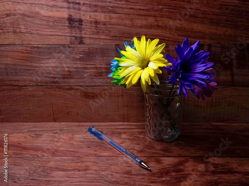 Fotografie, Obraz  Vibrant Colorful Pens And Daisies On Warm Wood Desk Top