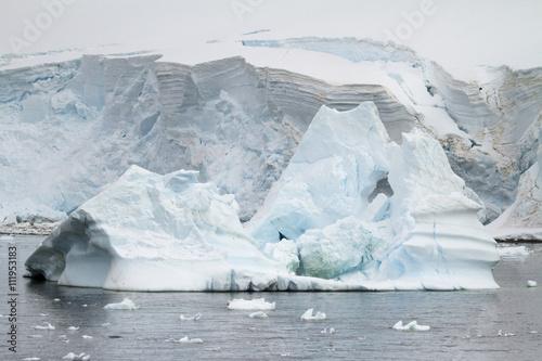 Poster Glaciers Antarctica - Coastline of Antarctica With Ice Formations - Antarctic Peninsula - Palmer Archipelago - Neumayer Channel - Global Warming