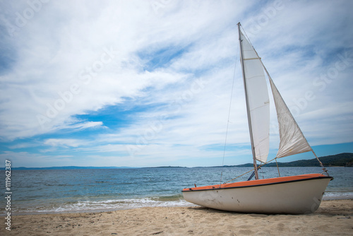 Poster Zanzibar Sail boat on tropical beach with blue water background