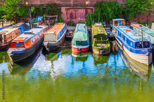 Photo sur Toile Canal Rows of Houseboats