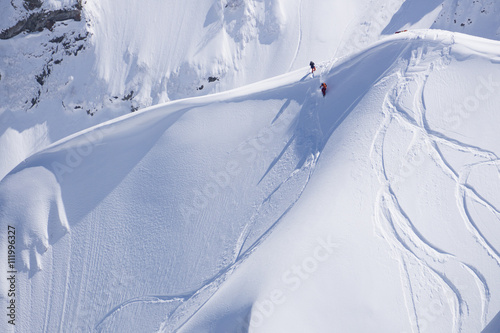 Fotografia Snowboard freeride, snowboarders and tracks on a mountain slope