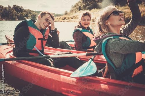 Valokuvatapetti Happy best friends having fun on a kayaks