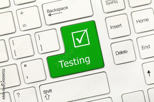 Fotografia  White conceptual keyboard - Testing (green key)