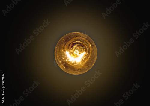 Photo  light bulb lit on a black background