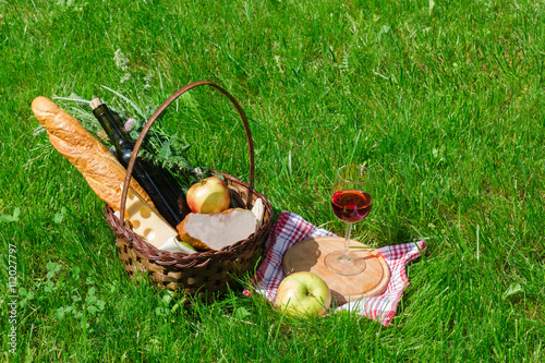 Keuken foto achterwand Picknick basket with food for a picnic with a glass of wine
