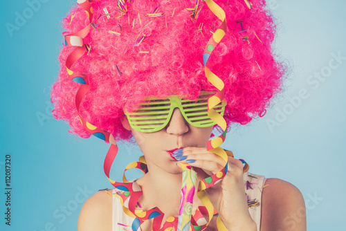 Keuken foto achterwand Carnaval Portrait of beautiful woman in pink wig and green glasses