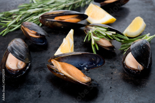 Fotografija  Fresh crude seafood. Mussels in a cockleshell