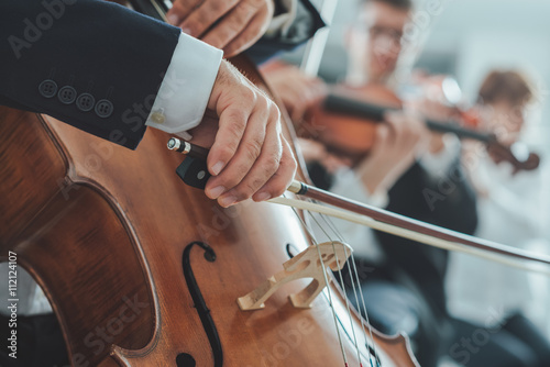 Photo Cello player's hands close up