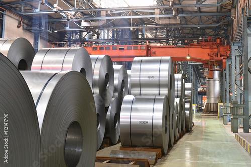 Fotografie, Obraz  Blechrollen in einem Stahl- und Walzwerk - Schwerindustrie: Herstellung von Blec