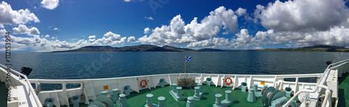 Fotografie, Obraz Panorama Islay und Jura mit Schiffsbug