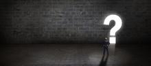 Geschäftsmann Steht Vor Einem Leuchtenden Fragezeichen-Durchgang