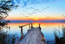 Paisaje Natural De Un Lago