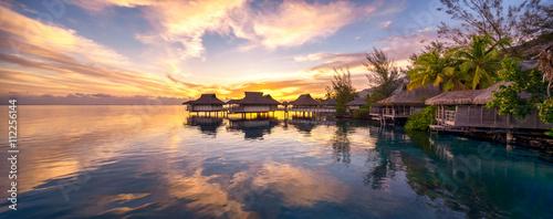 Tuinposter Bali Romantischer Sonnenuntergang auf den Malediven