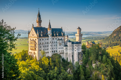 Foto auf Leinwand Schloss Famous Neuschwanstein Castle with scenic mountain landscape near Füssen, Bavaria, Germany