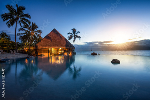 Obraz Romantischer Sonnenuntergang in der Südsee - fototapety do salonu