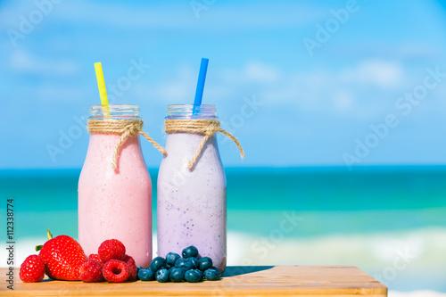 Foto op Plexiglas Milkshake Mixed berry smoothies.