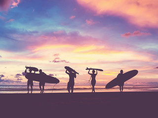 Fototapeta Silhouette Of surfer people