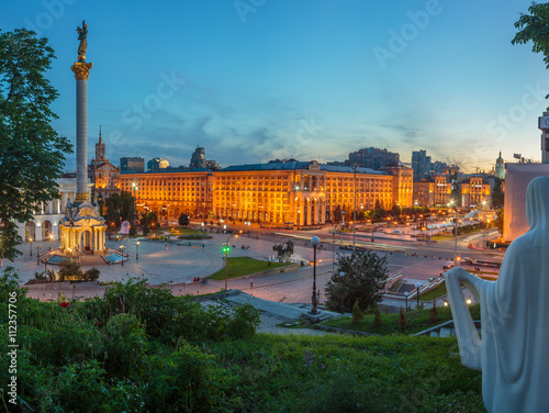 Foto auf Leinwand Kiew KYIV, UKRAINE - JUNE 01, 2016: Downtown of Kyiv City near the Independence Square and Khreshchatyk Street in the evening.