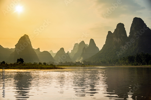 Autocollant pour porte Chine Lijiang und Karstberge in Guilin, China