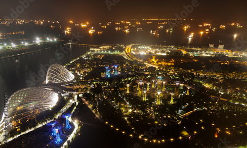 Photo  Aerial night view of The Supertree Grove at Gardens near Marina Bay with the sea