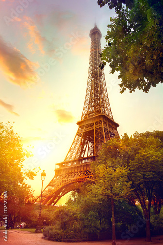 Deurstickers Eiffeltoren Eiffel Tower at sunrise, Paris, France. Beautiful romantic background