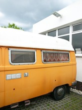 Altes Wohnmobil In Mattem Oran...