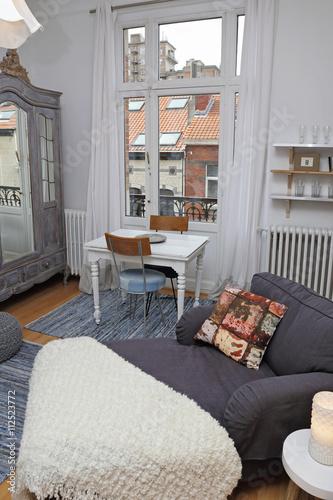 petit studio décoration style parisien – kaufen Sie dieses Foto und ...