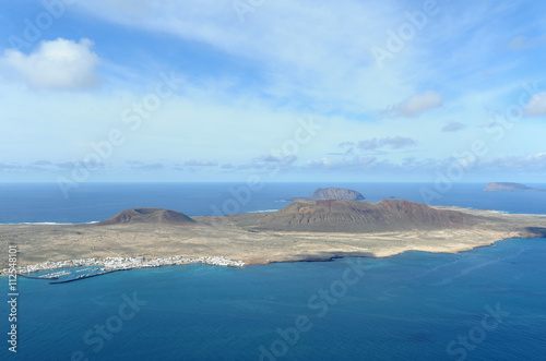 Printed kitchen splashbacks Canary Islands Les volcans Agujas à La Graciosa vus depuis le belvédère du Río
