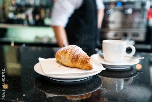 Fotografía coffee with croissant