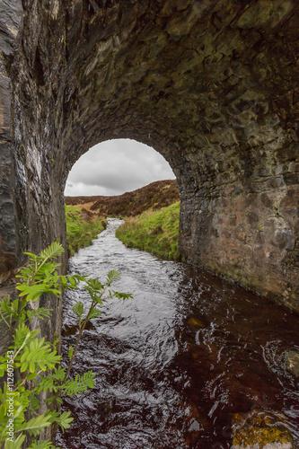 Foto op Plexiglas Toscane Mittelalterliche Steinbrücke - Isle of Skye - Schottland