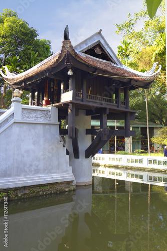 Вьетнам. Ханой. Пагода на одном столбе.