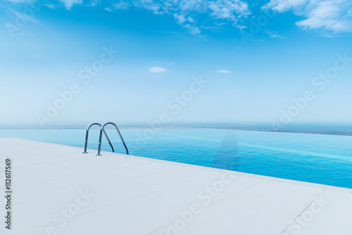Fotografia Infinity pool on the bright summer day