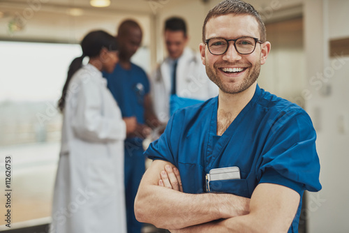 Fotografiet  Happy optimistic young hospital surgeon