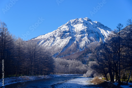 Tuinposter Bergen Mt.Yake and Azusa river in winter in Kamikochi, Nagano, Japan