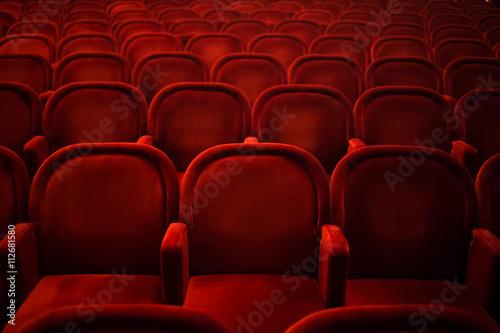 Cuadros en Lienzo Rows of empty red seats in cinema or theater
